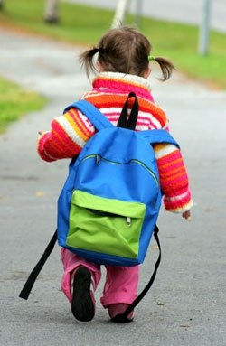draft_lens4358582module30935172photo_1242328486girl_backpack
