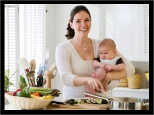 mom_small_baby_cooking_b.88144744