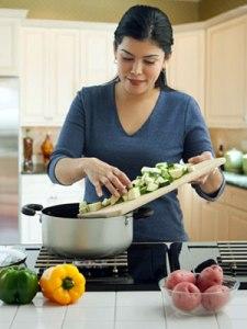 pg-toddler-meal-planner-mother-preparing-dinner-01-full